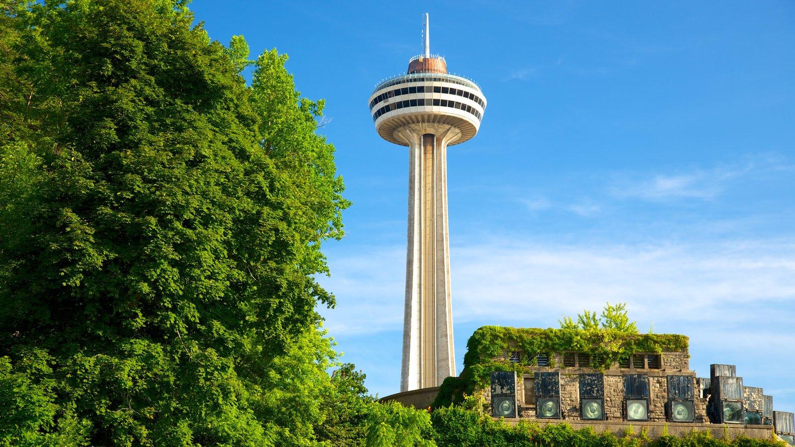 Skylon Tower caracterizando um arranha-céu e arquitetura moderna
