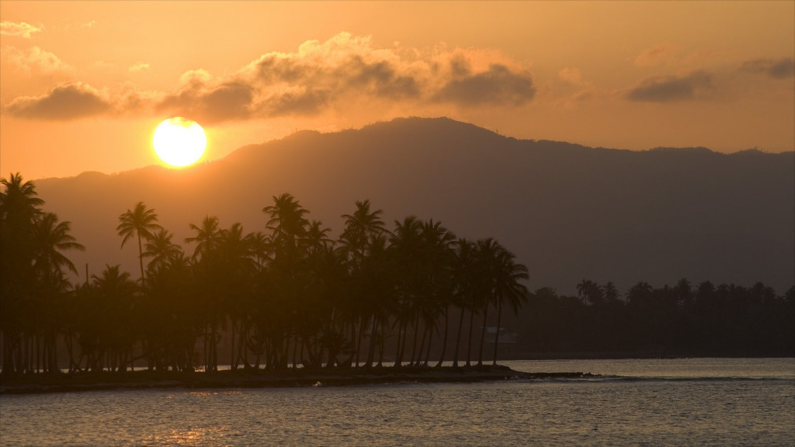 Samana which includes a sunset, general coastal views and tropical scenes