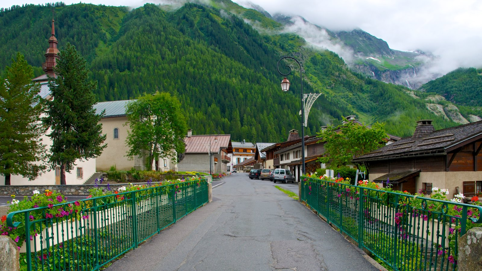 Argentiere featuring mountains, a small town or village and street scenes
