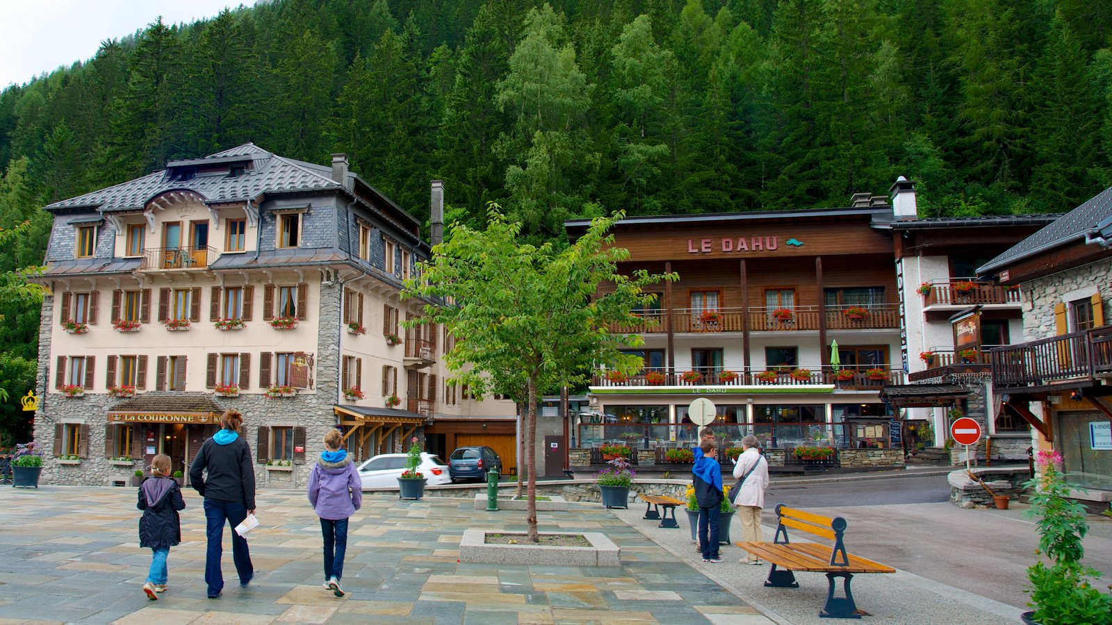 Argentiere which includes a hotel, a small town or village and a square or plaza