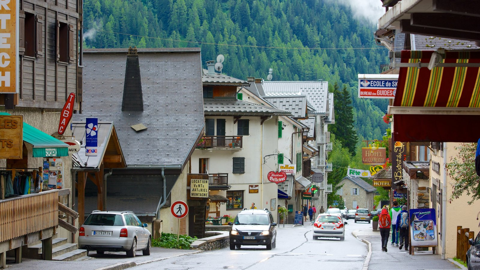 Argentiere featuring street scenes and a small town or village