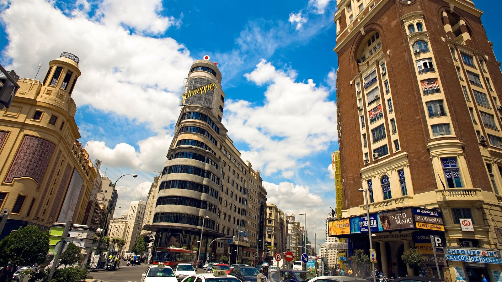 Gran Vía - Puerta del Sol ofreciendo patrimonio de arquitectura, escenas urbanas y una ciudad
