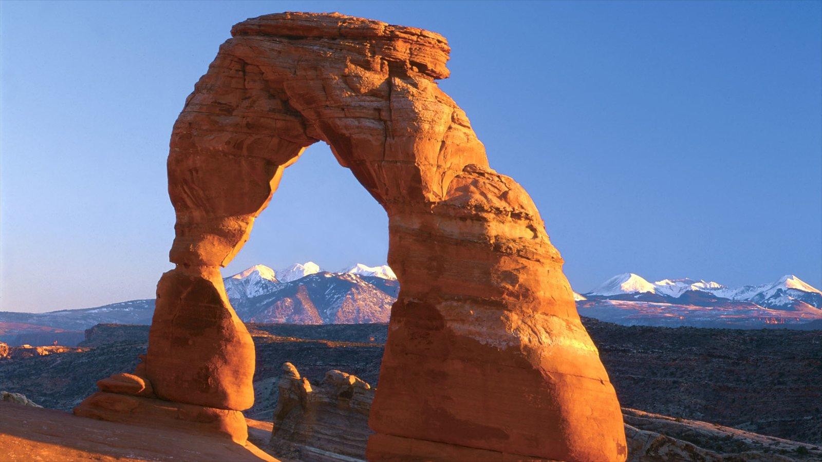 Moab que inclui paisagens do deserto e um desfiladeiro ou canyon