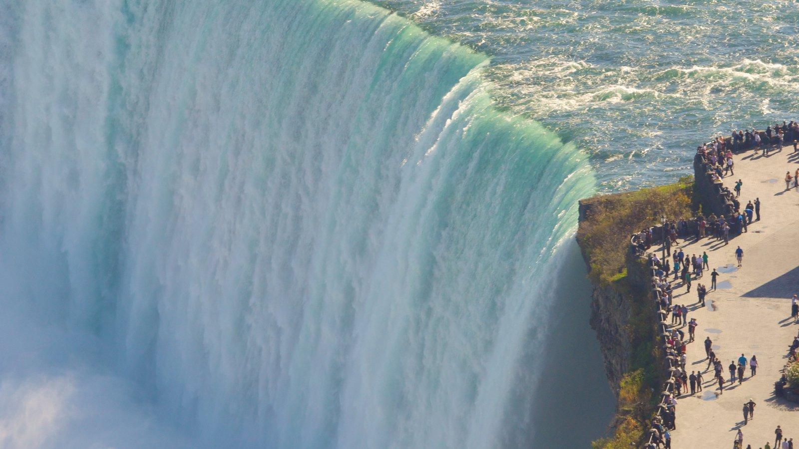 Niagara Falls caracterizando paisagens e uma cascata