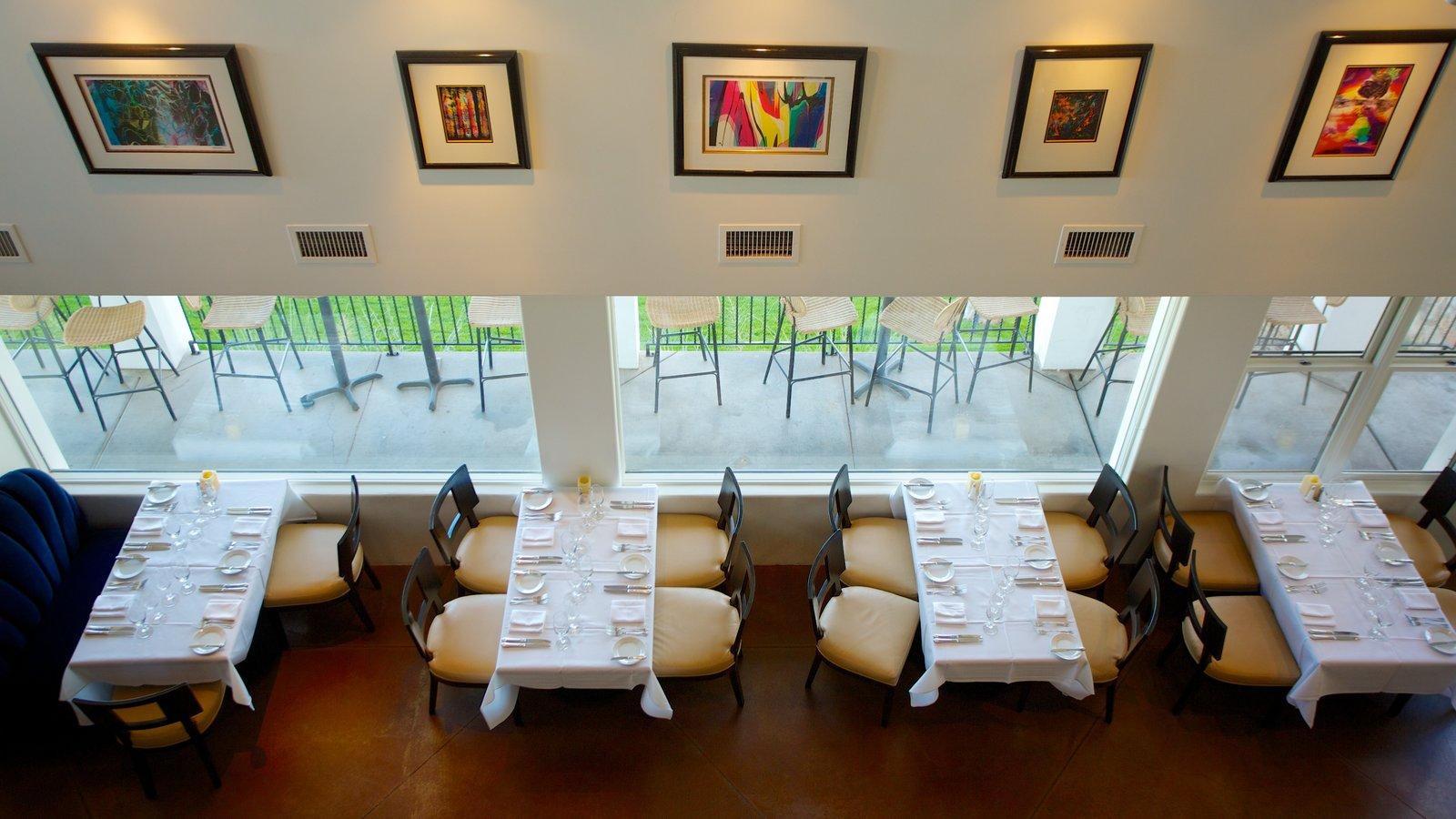 Wrigley Mansion mostrando salir a cenar, vistas interiores y arte