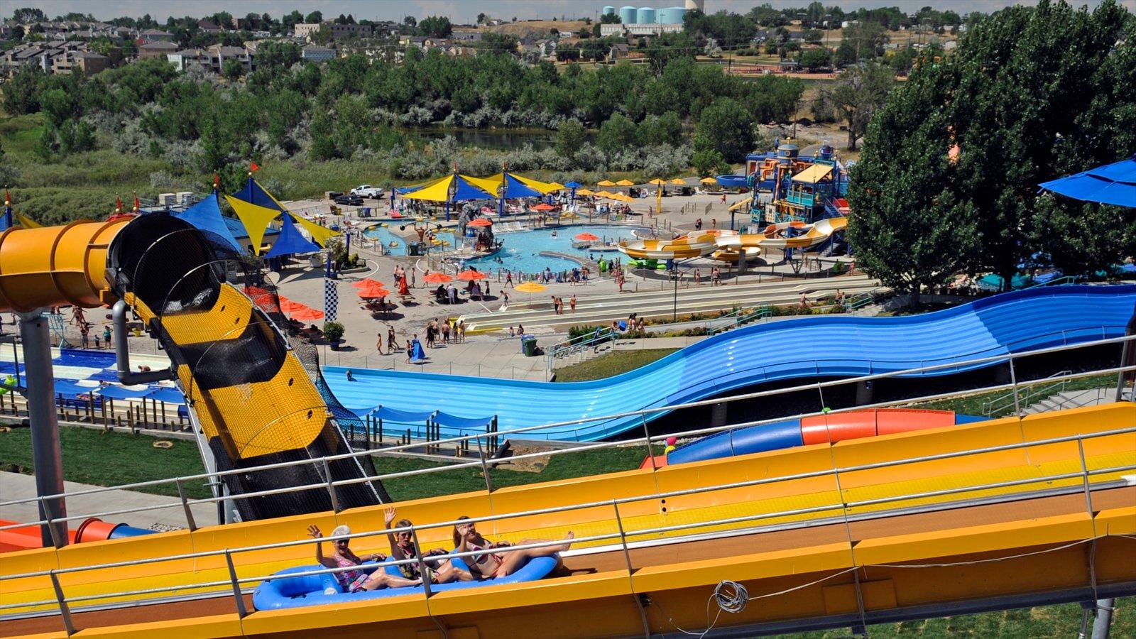 Water World que inclui um parque aquático