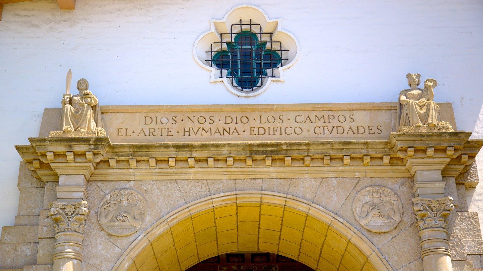 Corte do Condado de Santa Bárbara caracterizando arquitetura de patrimônio, sinalização e um edifício administrativo