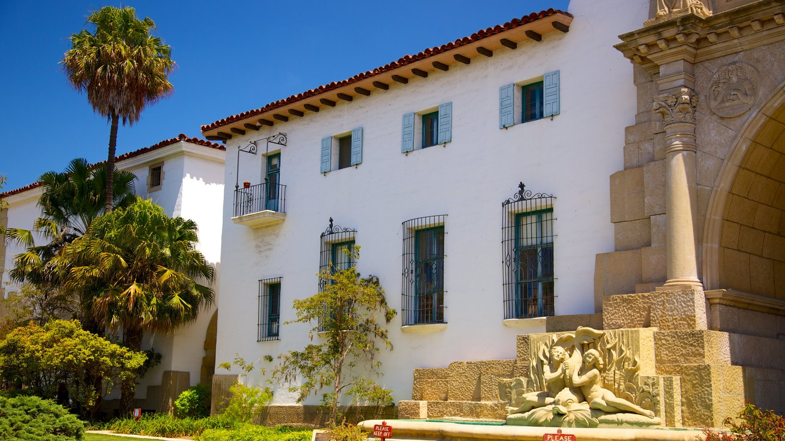 Corte do Condado de Santa Bárbara caracterizando arquitetura de patrimônio e um edifício administrativo