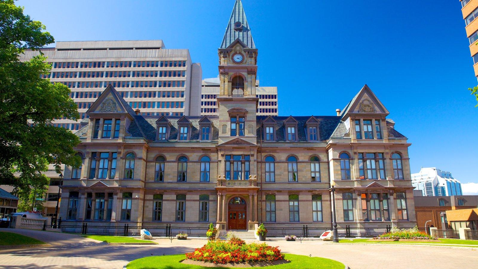 Halifax ofreciendo patrimonio de arquitectura y un edificio administrativo