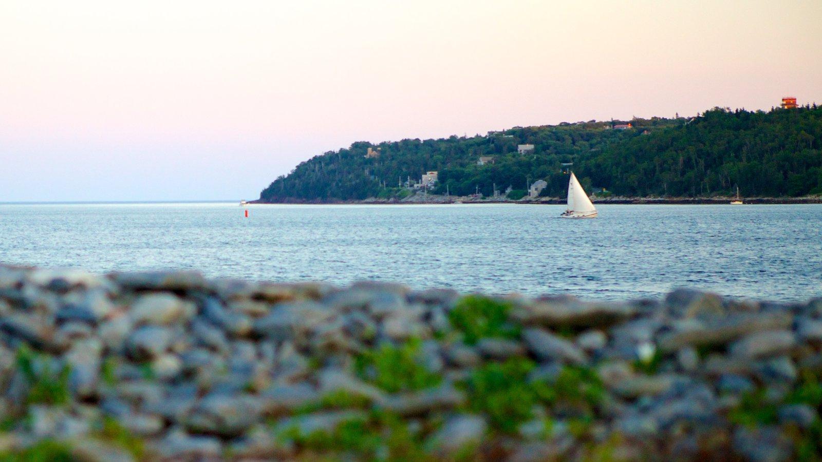 Point Pleasant Park mostrando vistas de paisajes, vistas generales de la costa y navegación