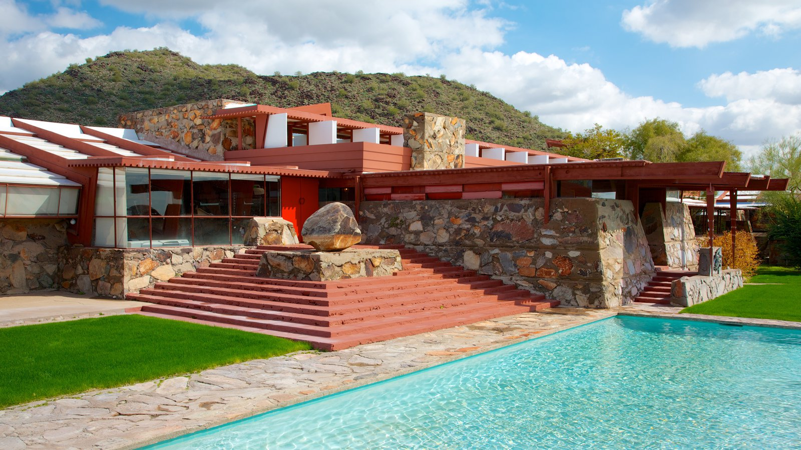 Taliesin West showing a house and a pool