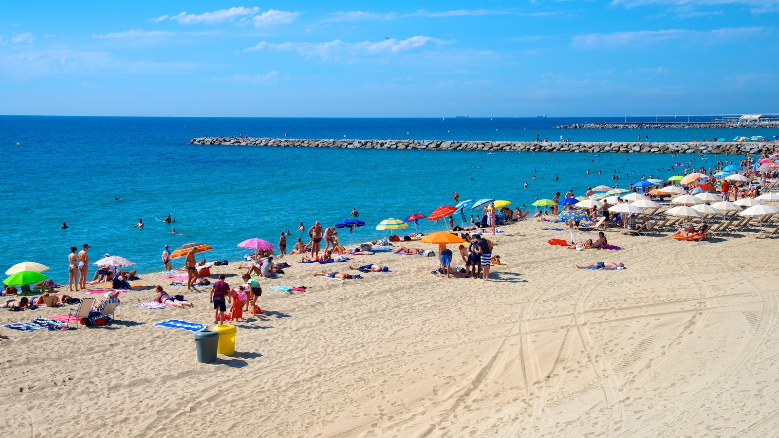 Barcelona Showing A Sandy Beach As Well Large Group Of People