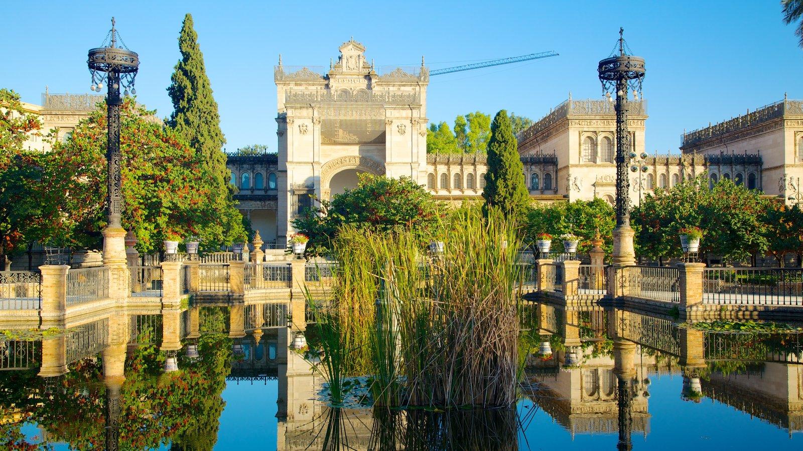 Parque de María Luisa que inclui um lago e arquitetura de patrimônio