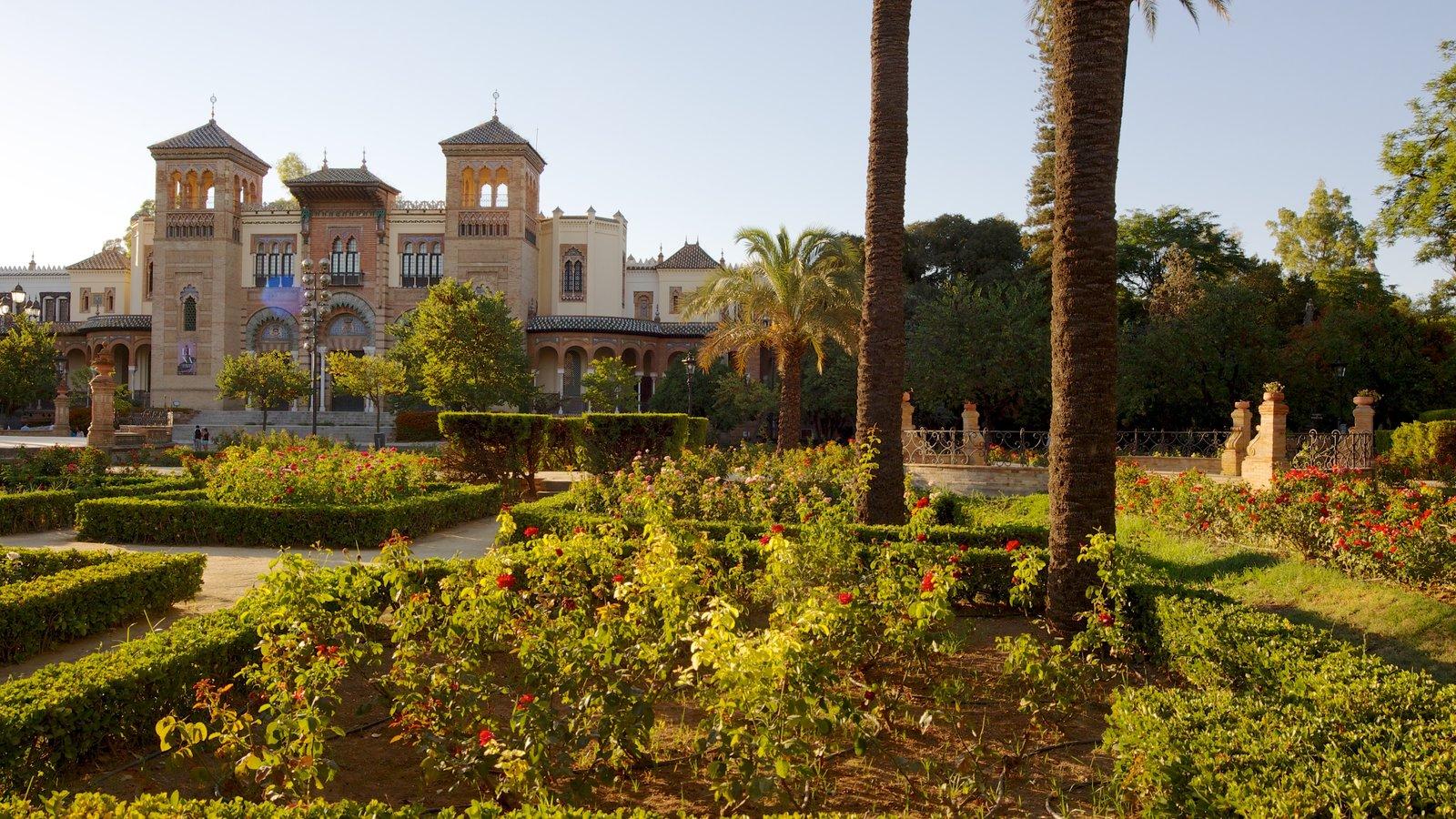 Parque de María Luisa que inclui um parque, arquitetura de patrimônio e um pequeno castelo ou palácio