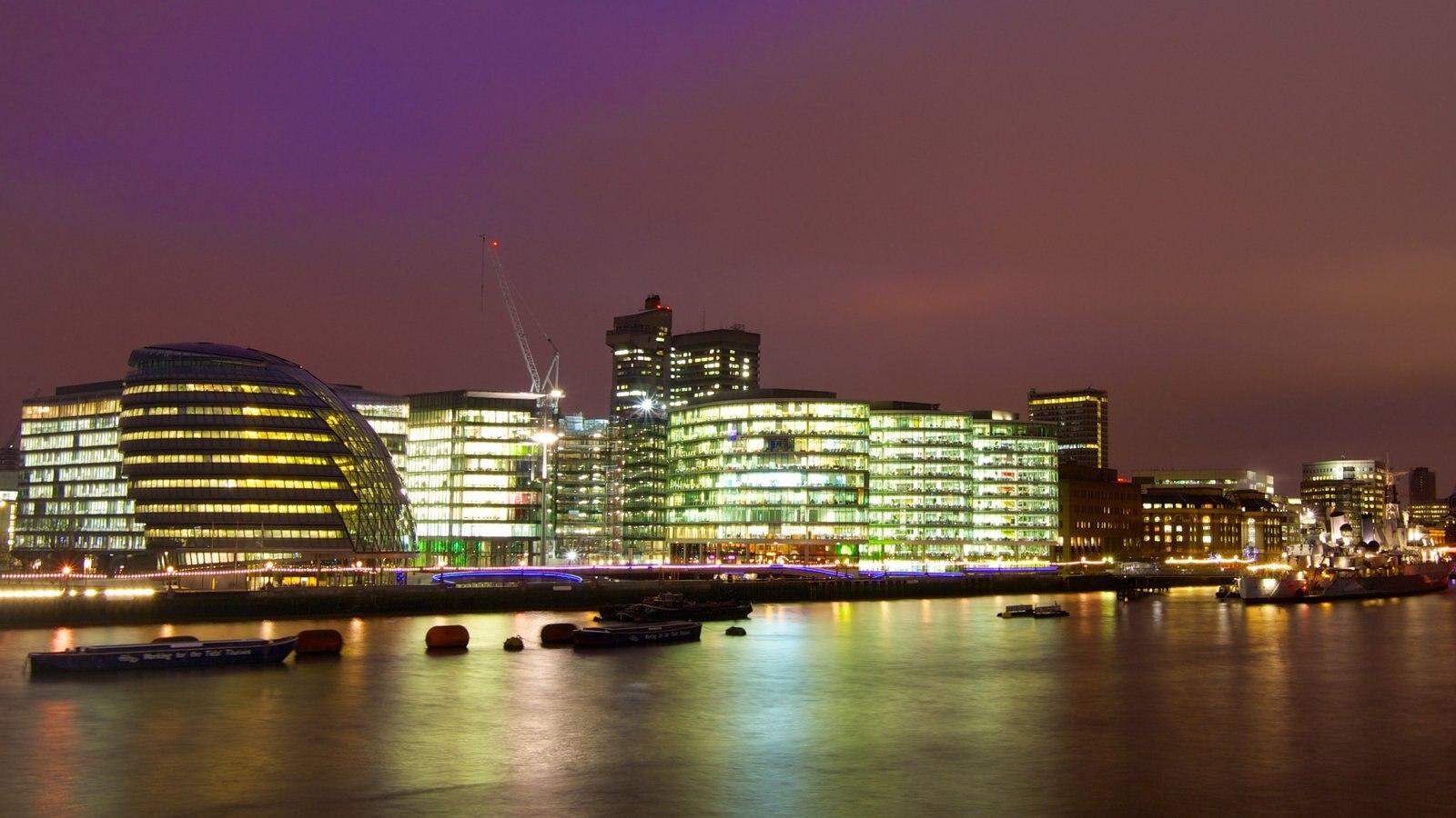 Ayuntamiento de Londres que incluye distrito financiero central, una ciudad y un río o arroyo