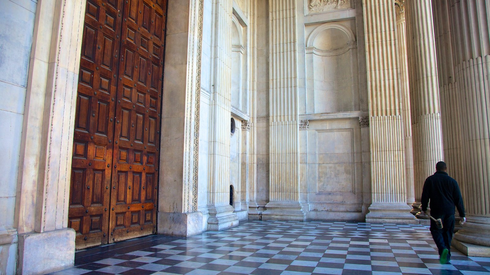 St. Paul\'s Cathedral que inclui uma igreja ou catedral e arquitetura de patrimônio
