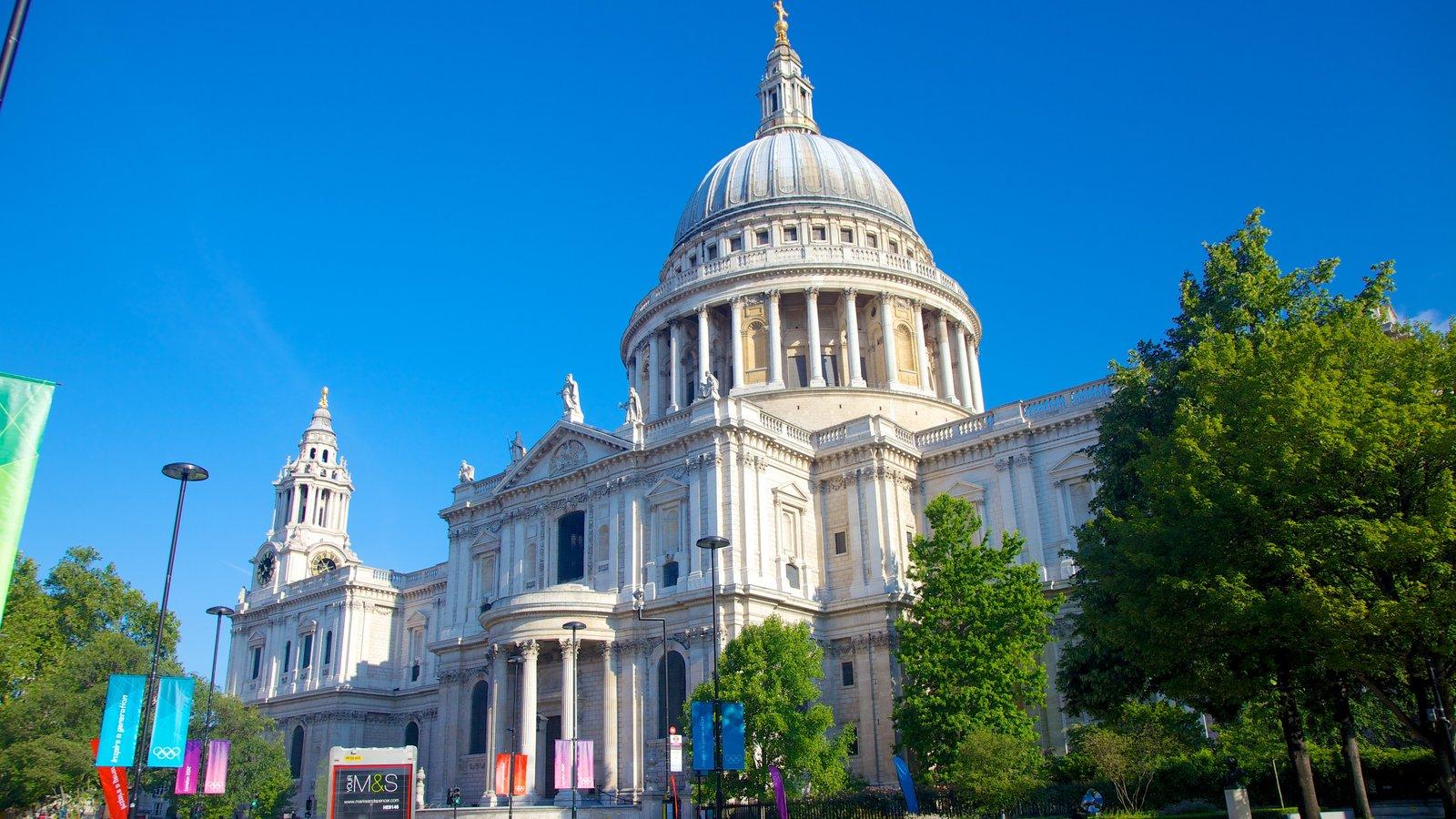 St. Paul\'s Cathedral que inclui arquitetura de patrimônio e uma igreja ou catedral
