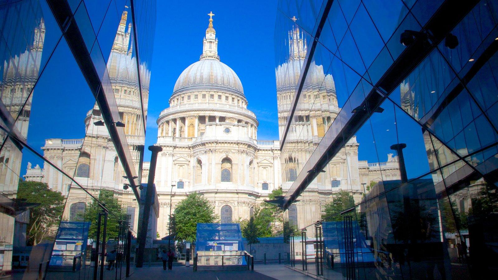 St. Paul\'s Cathedral mostrando uma igreja ou catedral e arquitetura de patrimônio