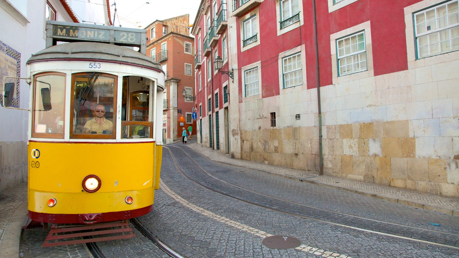 Alfama showing railway items