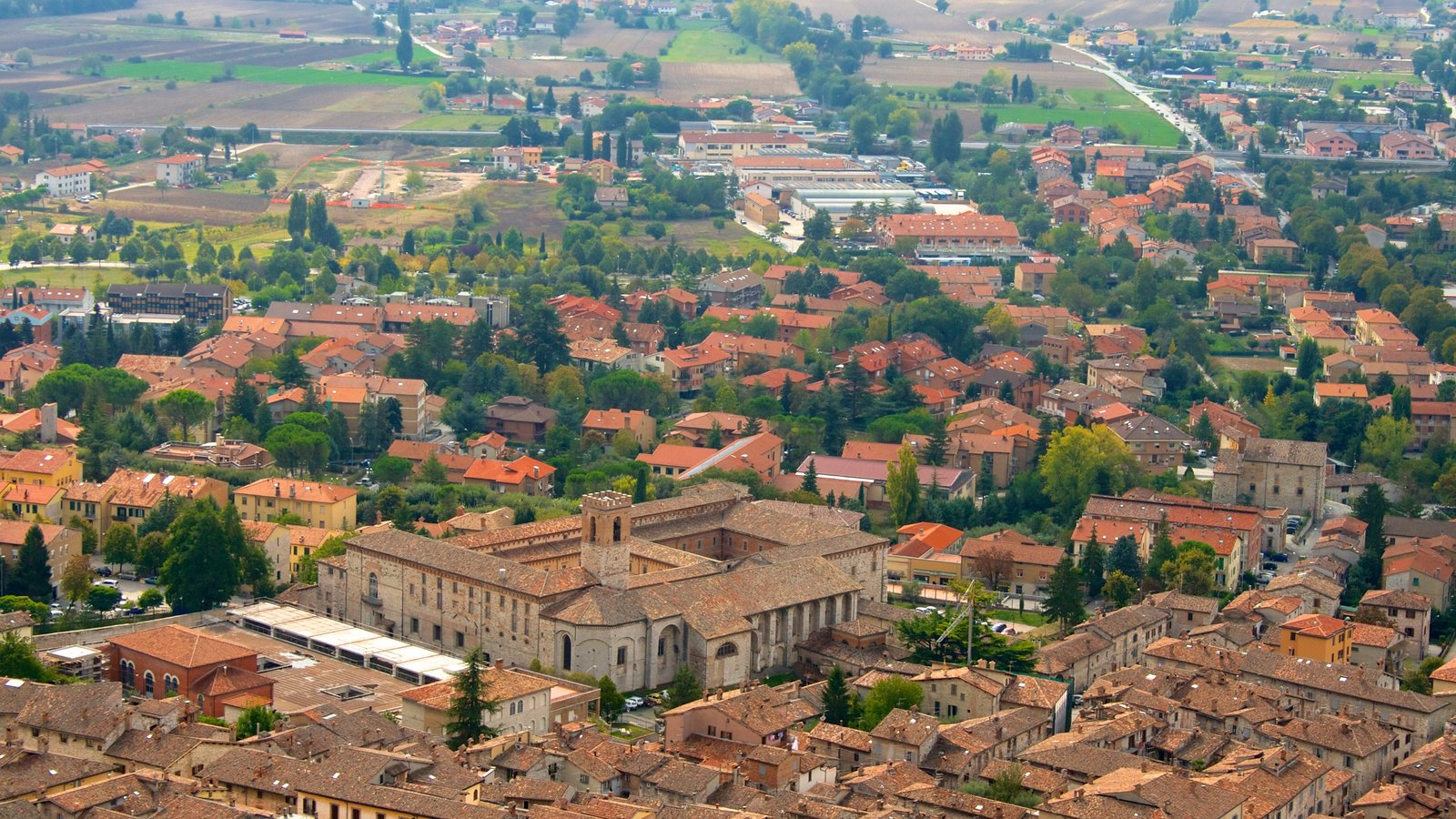 Gubbio showing heritage architecture and a small town or village