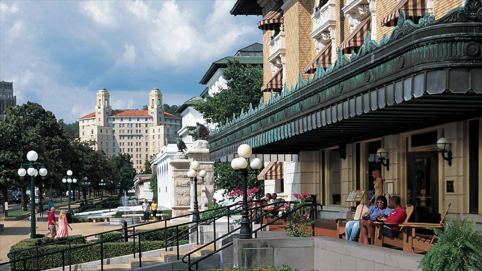 Hot Springs mostrando uma cidade e arquitetura de patrimônio