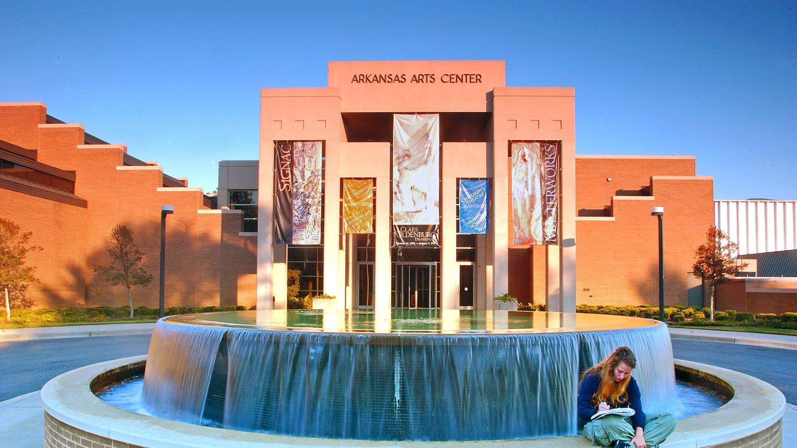 Little Rock mostrando uma fonte e arquitetura moderna assim como uma mulher sozinha