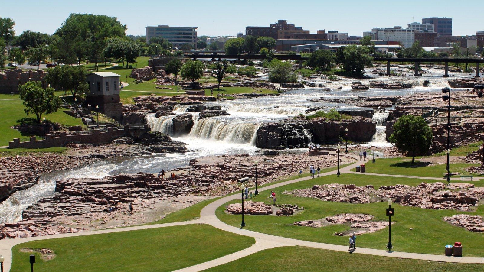 Sioux Falls caracterizando um jardim e uma cachoeira