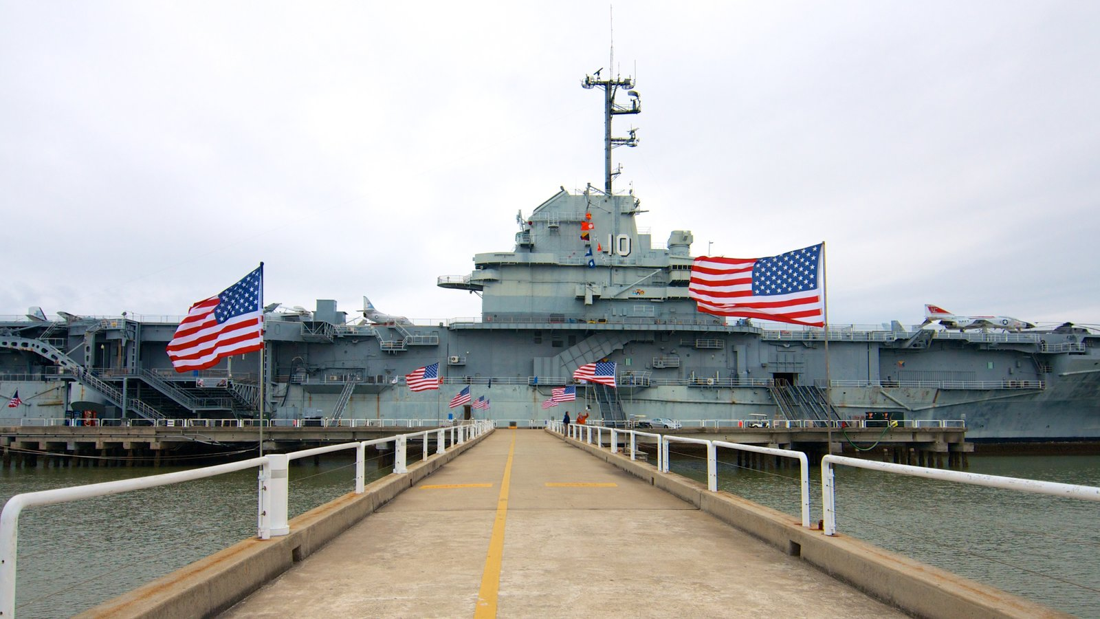 Patriots Point Naval and Maritime Museum mostrando itens militares