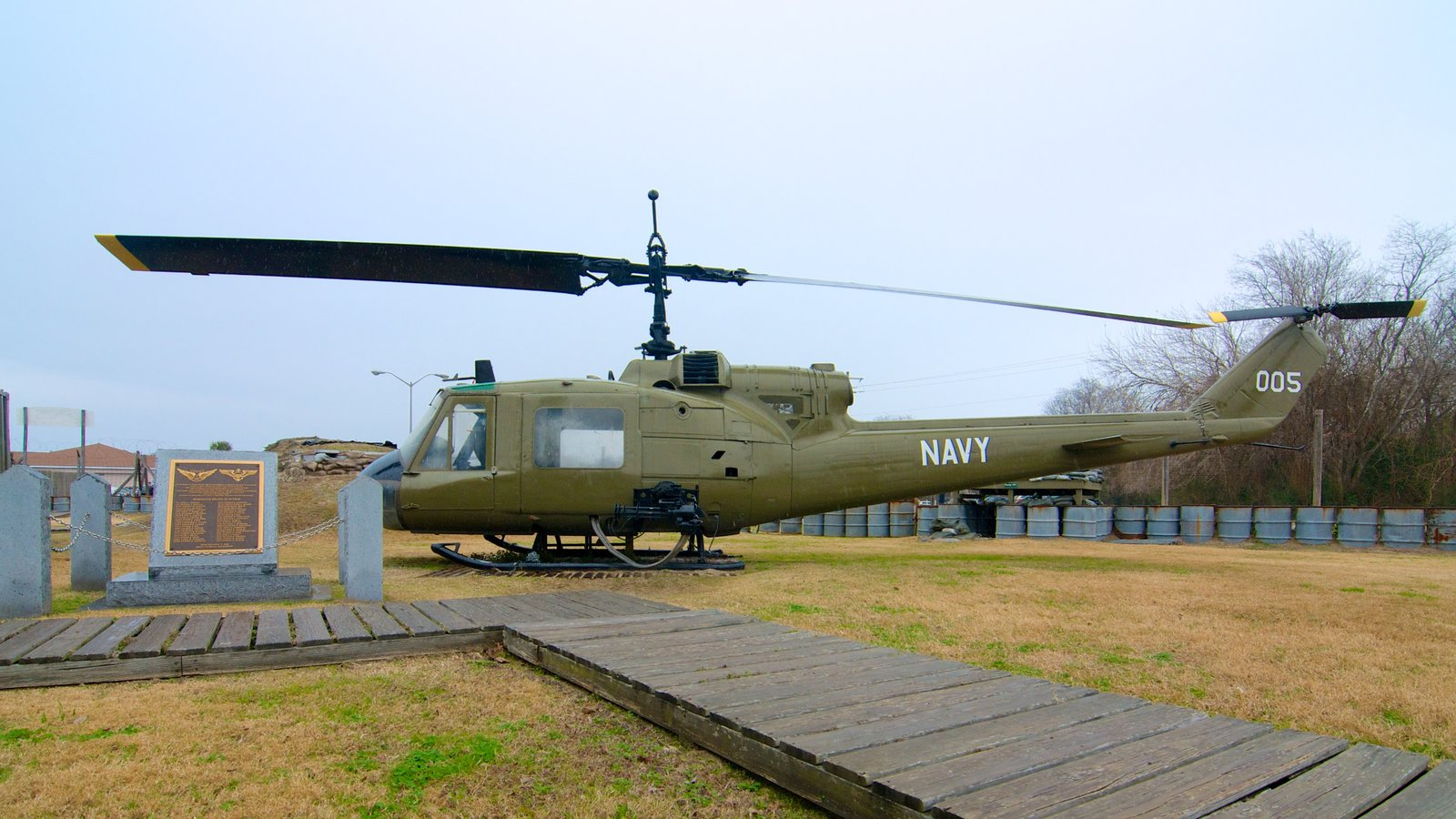 Patriots Point Naval and Maritime Museum que inclui aeronave e itens militares