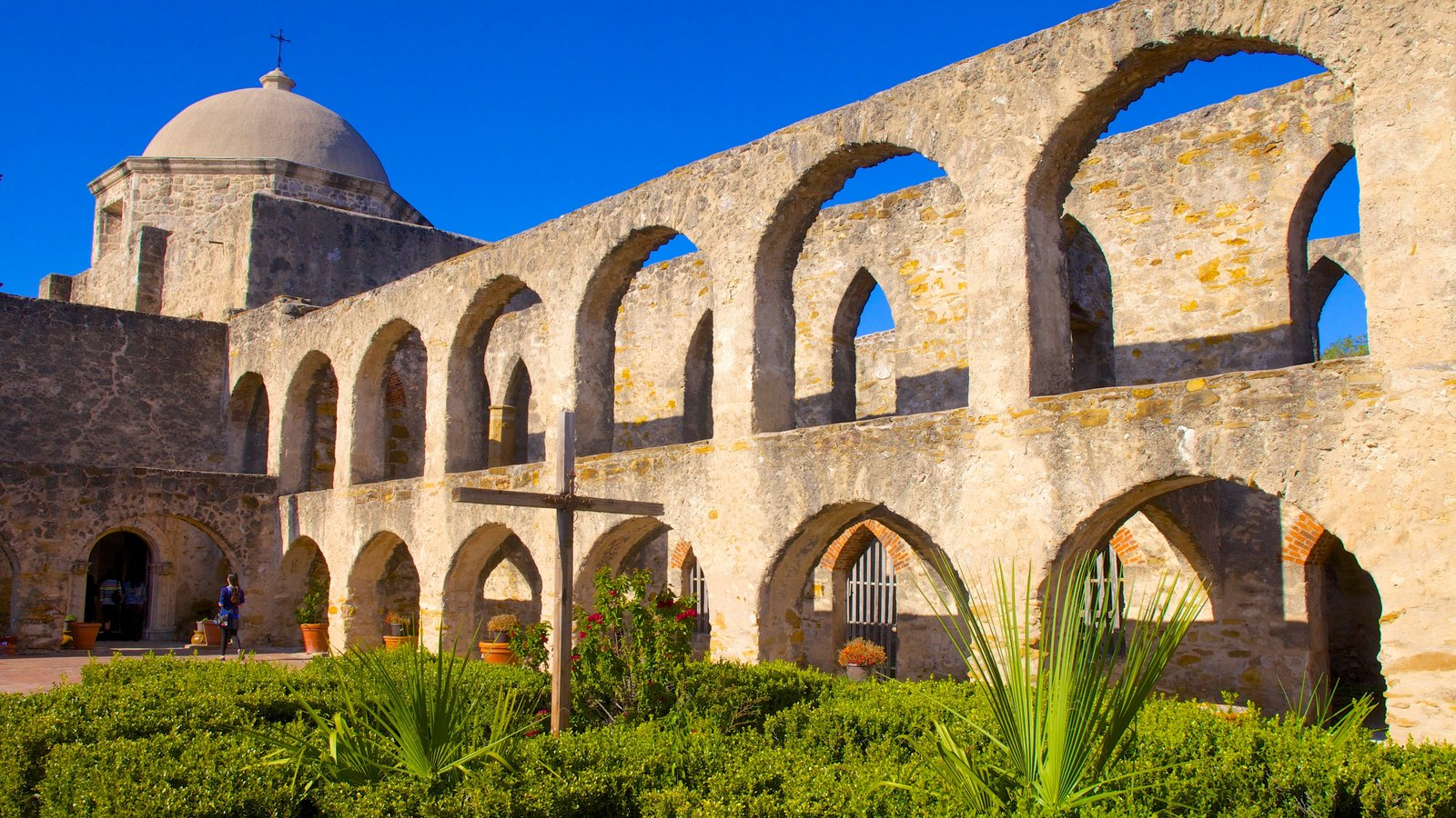 Parque Nacional de San Antonio Missions mostrando patrimonio de arquitectura, un jardín y una iglesia o catedral