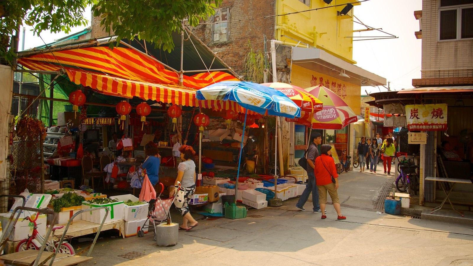 Tai O Fishing Village showing markets