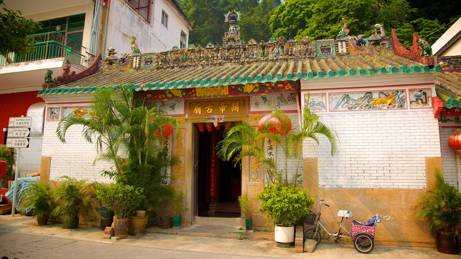 Tai O Fishing Village which includes a house and a small town or village