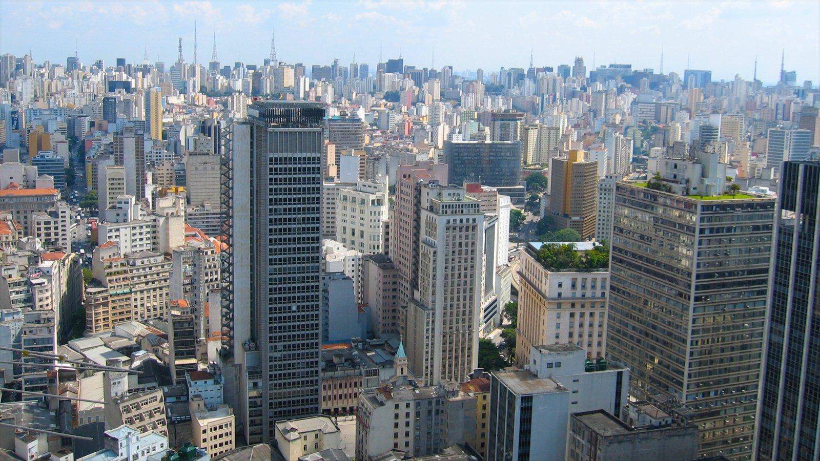 São Paulo mostrando um edifício, distrito comercial central e uma cidade