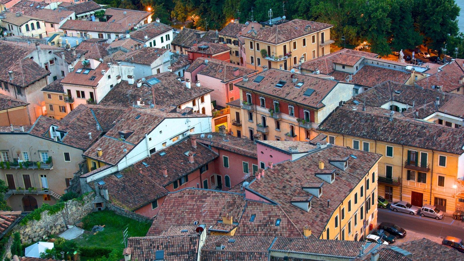 Verona showing a city