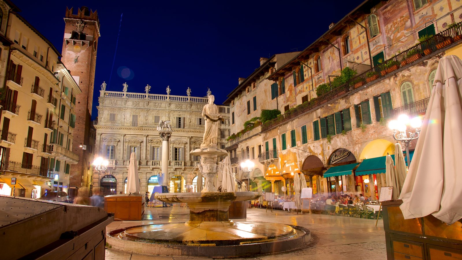Piazza delle Erbe which includes heritage architecture, a statue or sculpture and a city