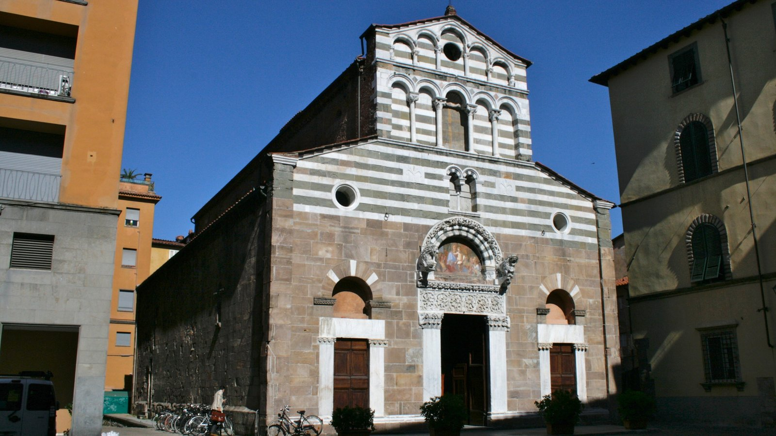 Viareggio which includes a church or cathedral, religious aspects and heritage architecture
