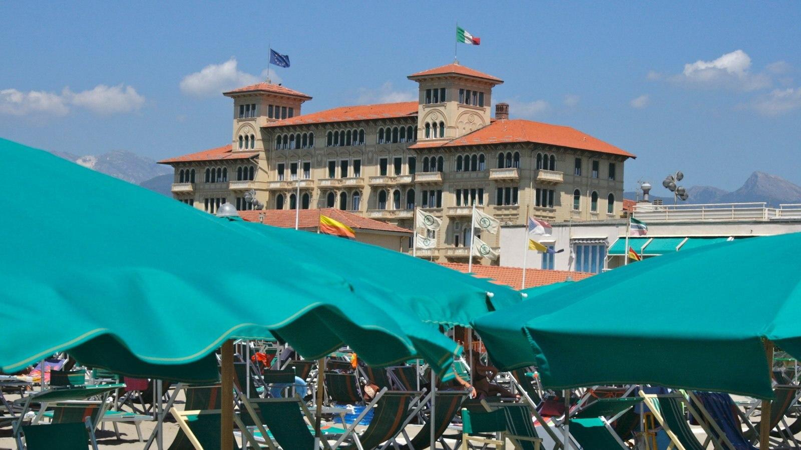 Viareggio featuring a city and a square or plaza