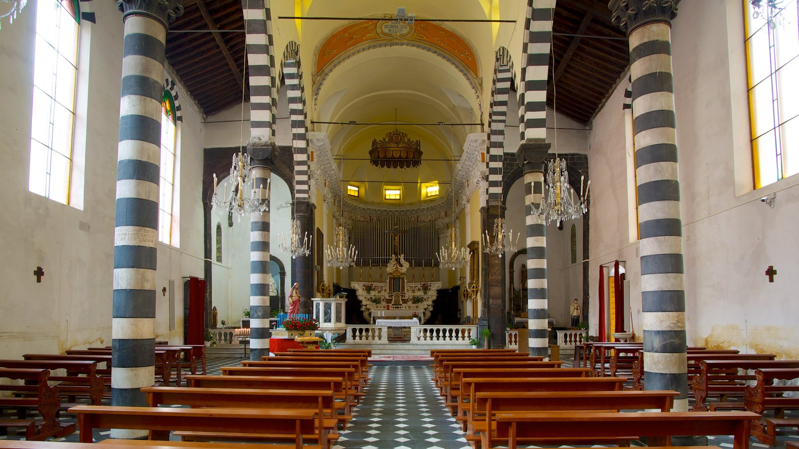 Monterosso al Mare showing a church or cathedral and interior views
