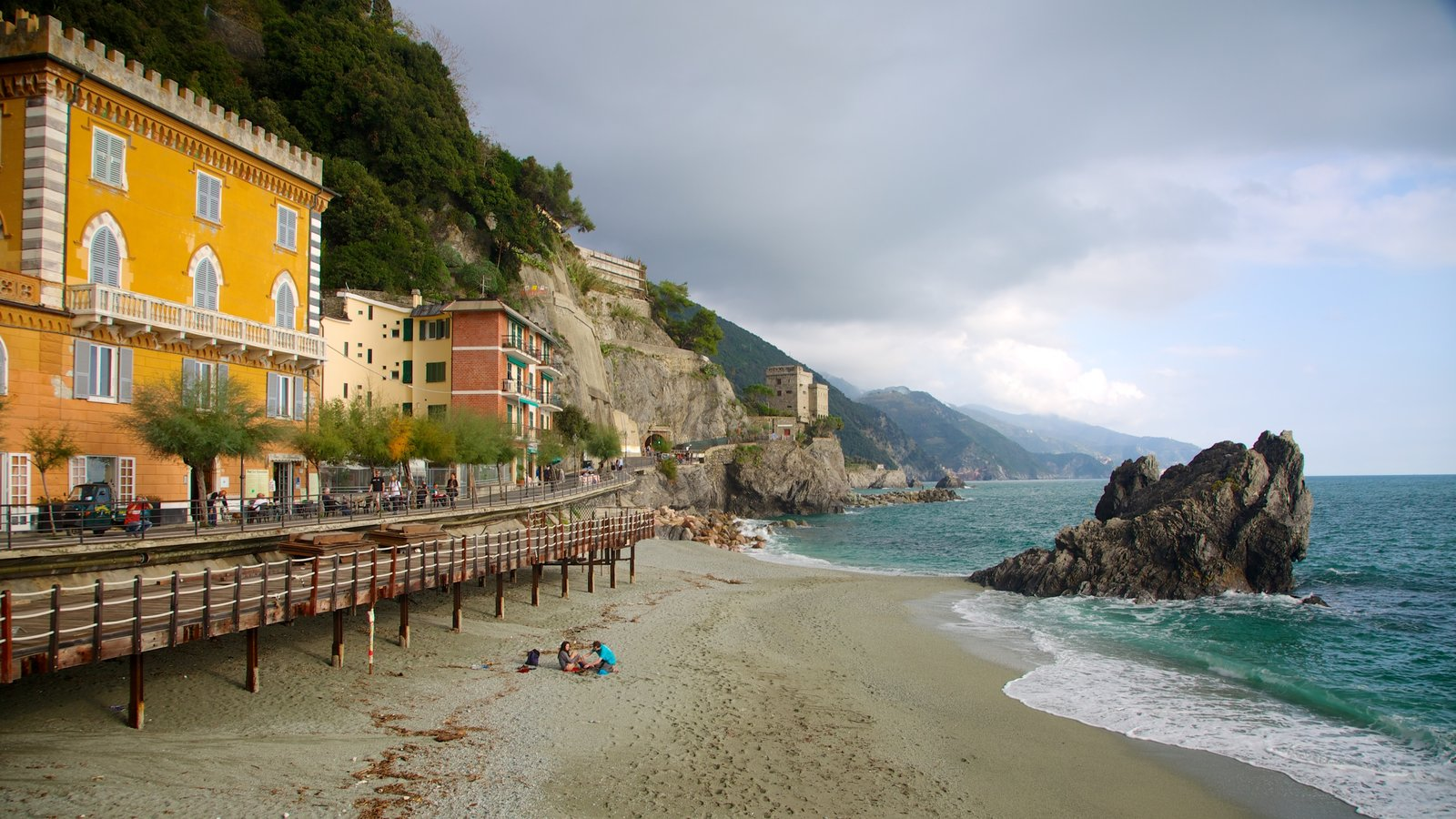 Monterosso al Mare which includes general coastal views, a sandy beach and a coastal town
