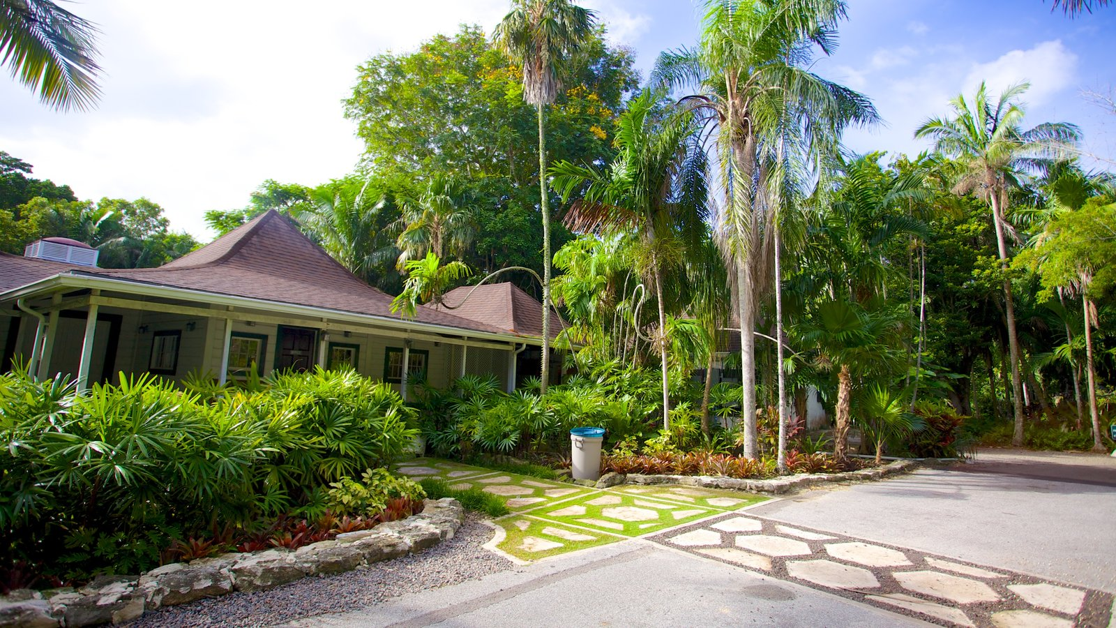 Delightful The Retreat Garden National Park Featuring A Garden, A House And Tropical  Scenes