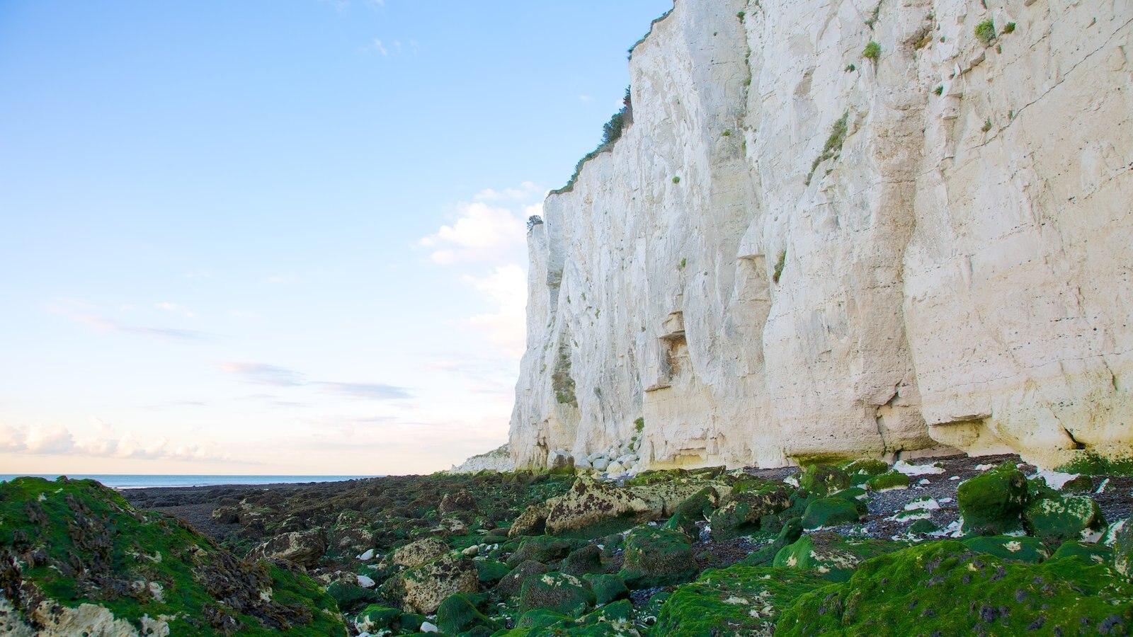 Acantilados Blancos de Dover mostrando montañas, costa escarpada y vistas de paisajes
