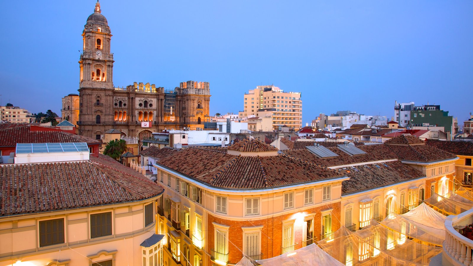 Malaga Historic Centre featuring heritage architecture, art and night scenes