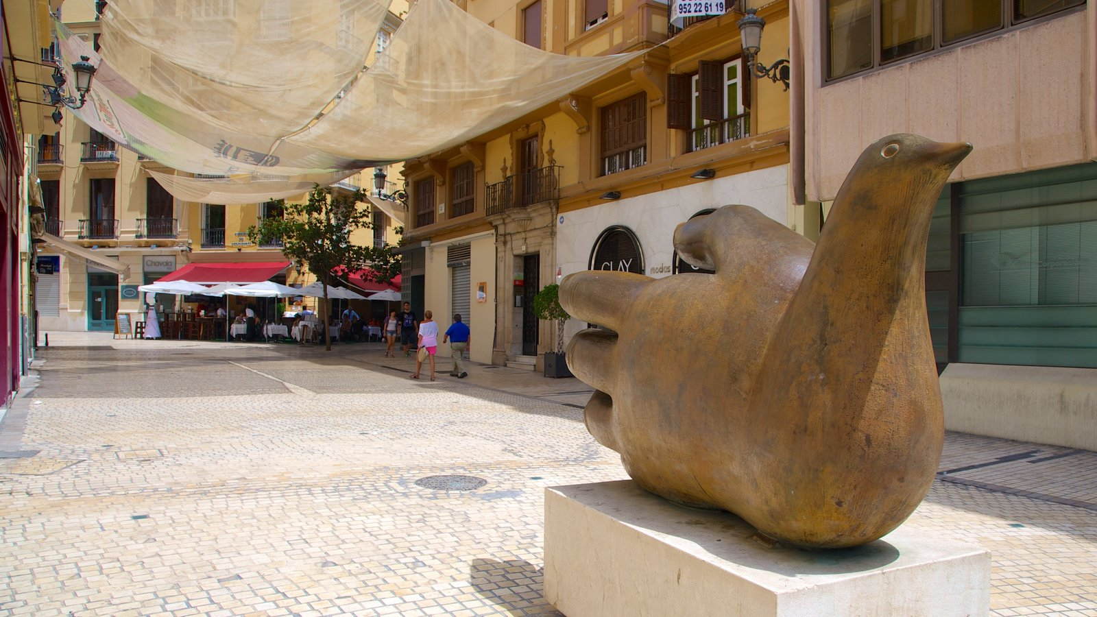 Malaga Historic Centre showing a city, art and outdoor art