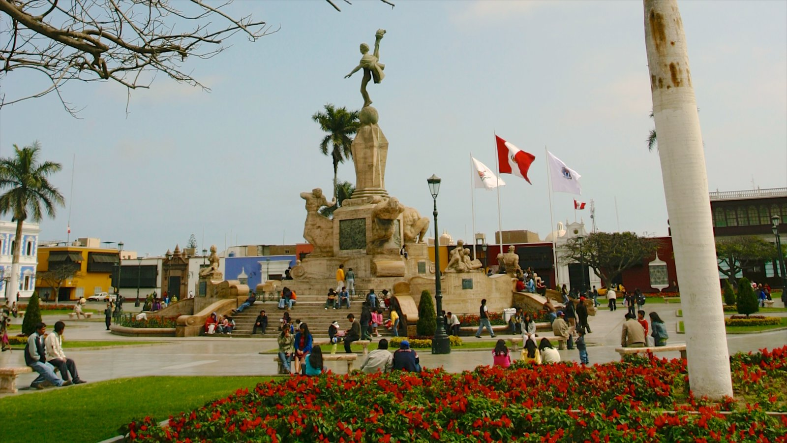 Trujillo showing a statue or sculpture, a square or plaza and a city