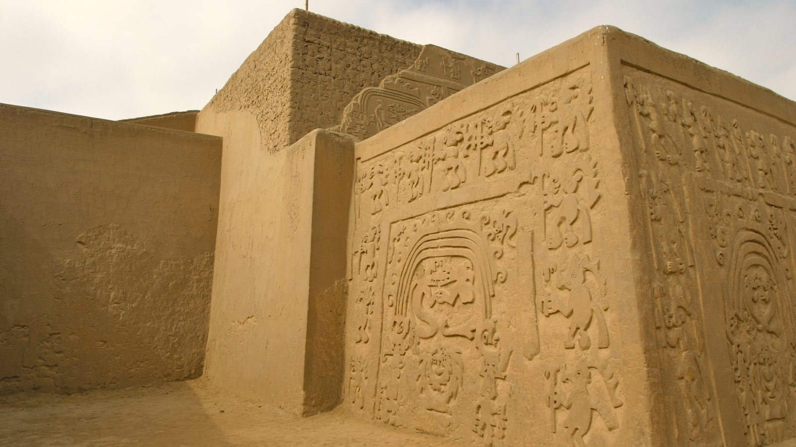 Trujillo caracterizando elementos de patrimônio, arquitetura de patrimônio e uma ruína