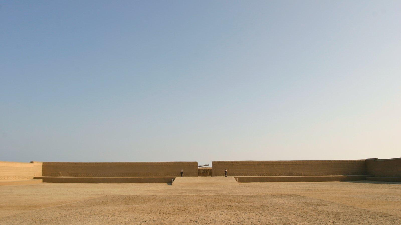 Chan Chan que inclui uma ruína, arquitetura de patrimônio e elementos de patrimônio