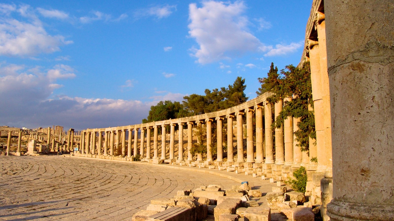 Jerash showing heritage architecture, heritage elements and building ruins