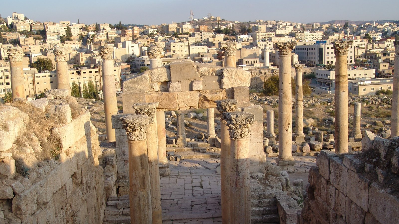 Jerash featuring building ruins, heritage elements and a city