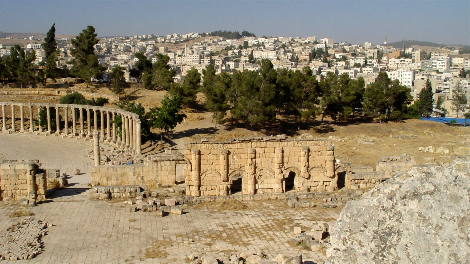 Jerash featuring heritage architecture, building ruins and a city