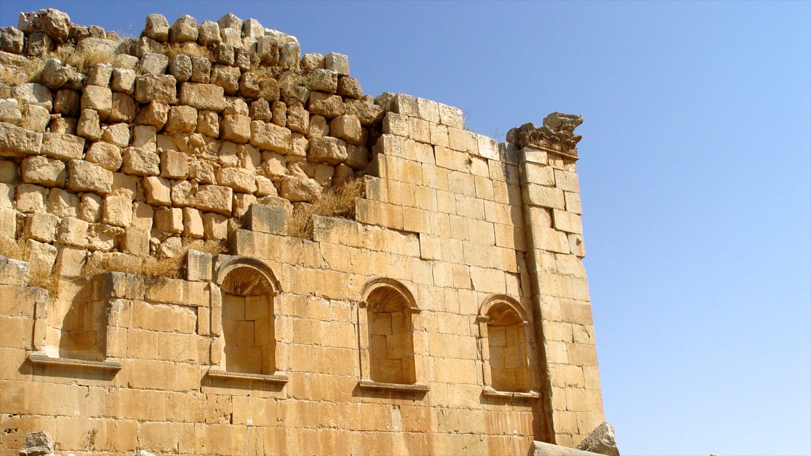 Jerash which includes building ruins and heritage architecture